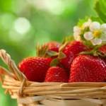 Φτιάξτε αντιγηραντική μάσκα απο φράουλες
