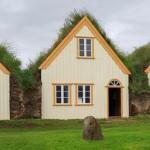 Μια φάρμα με πράσινα σπίτια στην Ισλανδία