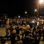 Ο κόσμος με τους αγρότες! Έστησαν χορό στην Άψαλο πολίτες και τουρίστες με τους παραγωγούς