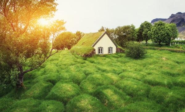 Το παραμυθένιο ισλανδικό χωριό Χοφ και η ιδιαίτερη αρχιτεκτονική του