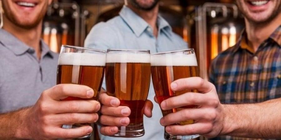Το πολύ αλκοόλ γερνάει πρόωρα τις αρτηρίες, ιδίως των ανδρών