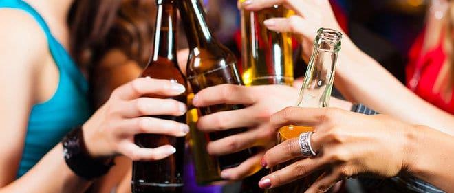 Το αλκοόλ επιβαρύνει τη δραστηριότητα του εγκεφάλου