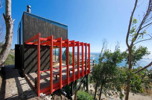 2-Hermanos-Cabin-Small-Cabin-WMR-Arquitectos-Chile-Exterior-600x396