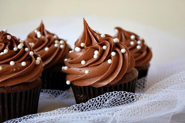 nhstisima-cupcakes-sokolatas