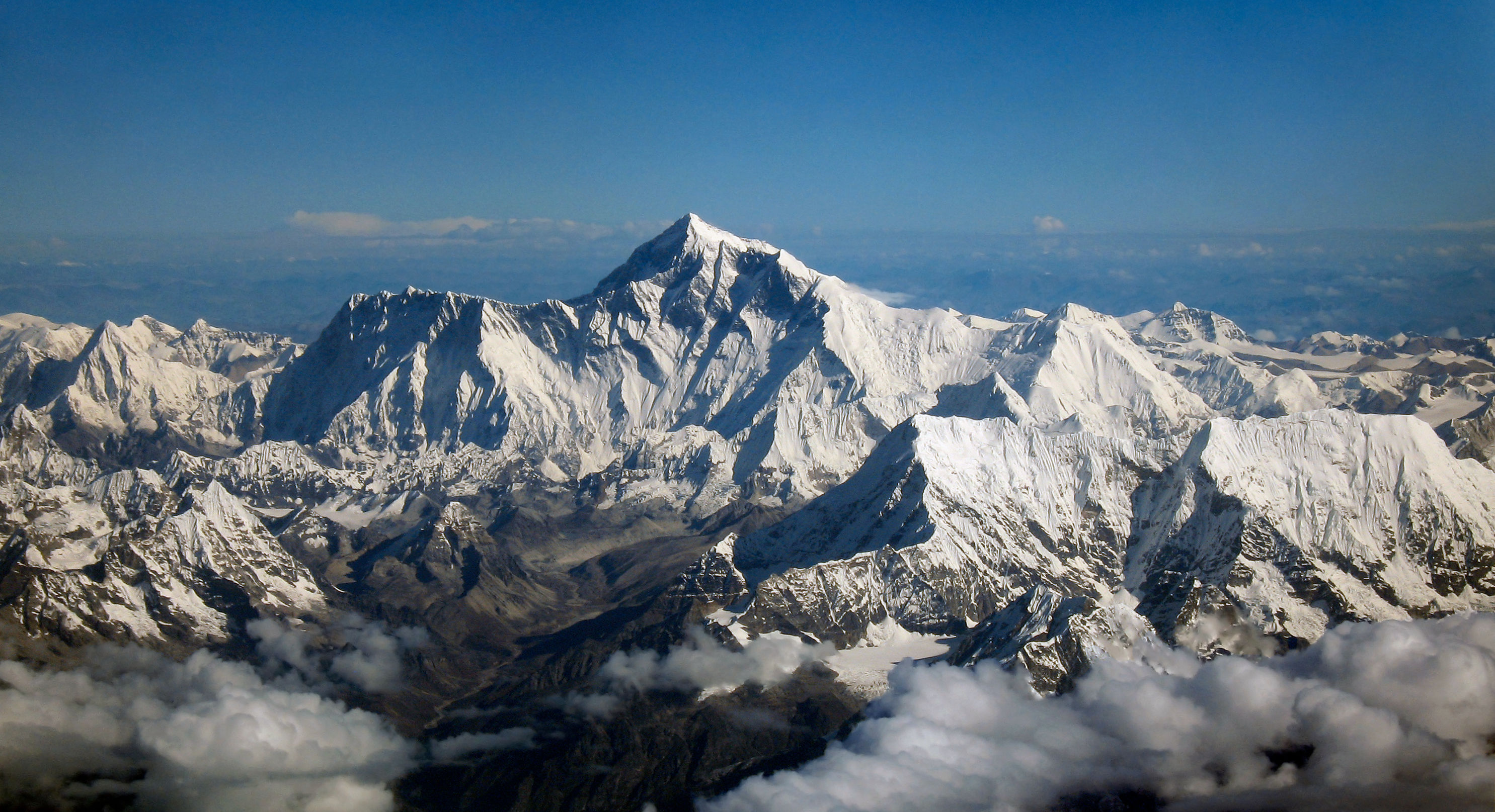a-graveyard-at-26-000-feet-the-tragic-fate-of-those-left-behind-on-mount-everest-373278